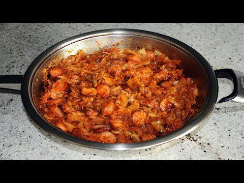 Как потушить капусту в сковороде с сосисками