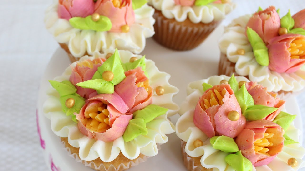 Multicolored flowers with your Russian Piping tips - How to decorate cupcakes with Russian tips