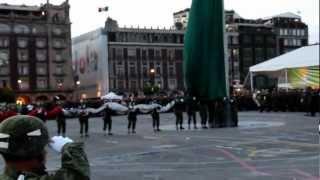 Ceremonia para arriar la Bandera en el centro de la Ciudad de Mexico