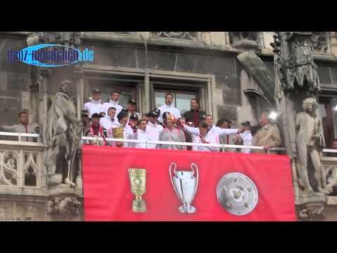 Triple Party FC Bayern München auf dem Rathausbalkon am 02.06.2013 mit Jupp Heynckes