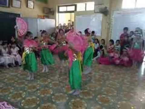 Múa Sắc Xuân lớp 4D TH Sài Sơn 20-11-2012.wmv