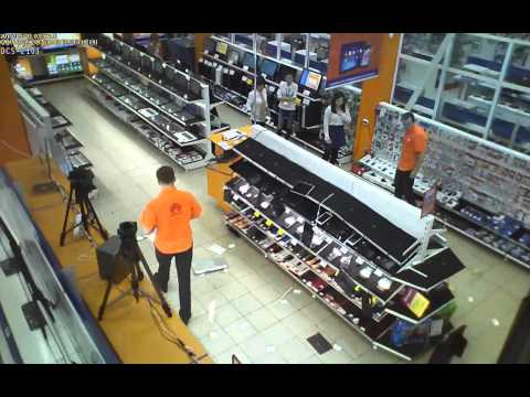 1 мая неизвестный напал на магазин ДНС