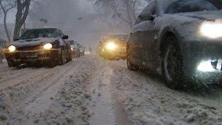 Сегодня снег, дороги засыпаны, машины стоят-буксуют, а мы едем и едем. Осторожнее на дорогах города