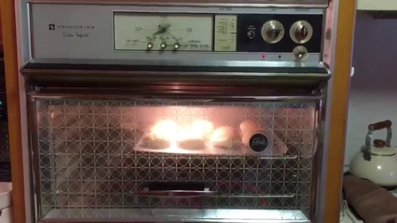frigidaire custom imperial flair classic vintage antique wall oven cooking dinner rolls