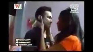 Repeat youtube video Raffi Ahmad Kepergok Ciuman Dengan Kartika Putri, Gigi Marah!!