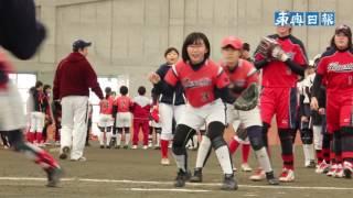 平川市教育委員会は12日、同市のひらかドームで小中学生対象のソフトボ...