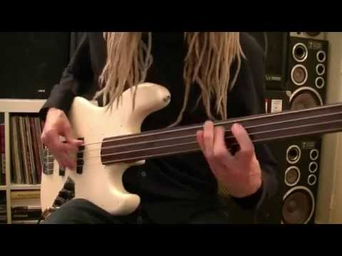 Experimental Fretless Bass Grooves With Delay