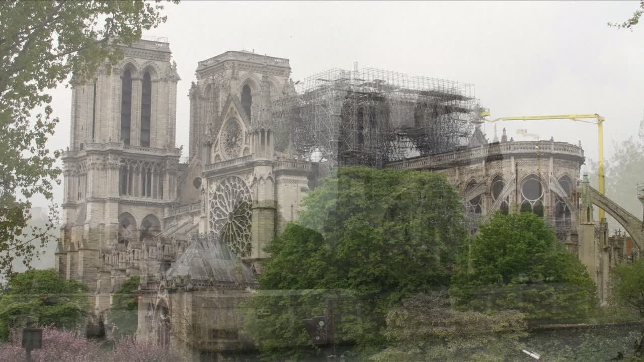 Tous Les Tableaux De Notre Dame De Paris Securises Dans La Journee Youtube