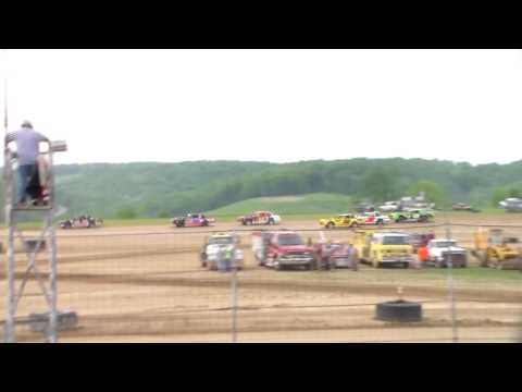 Marion Center Speedway 5/28/16 Pure stock heat 1 part 1