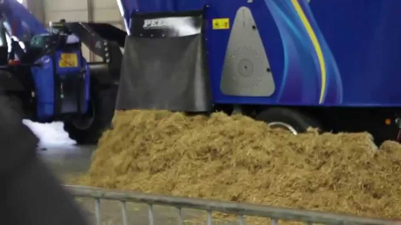 First demonstration of the Peecon Biga Volt full electric driven feed mixer