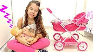 SARAH FINGE BRINCAR DE BABÁ do BEBÊ REBORN e com brinquedos de crianças