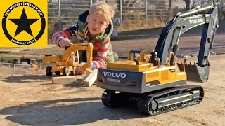 BRUDER EXCAVATOR ✅ Hydraulic RC VOLVO👍 buries Johnny Evil fatal DESASTER!