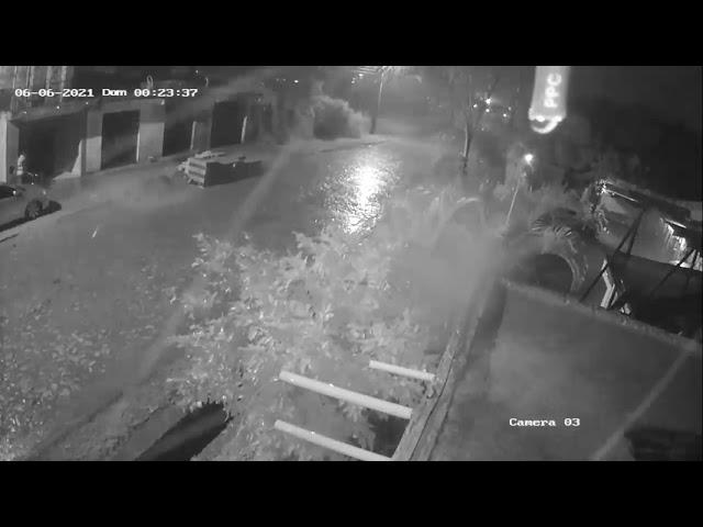 Hurtan una moto durante tormenta en Luque