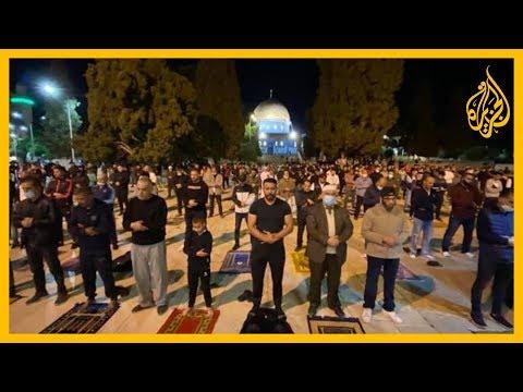 آلاف الفلسطينيين يصلون الفجر في المسجد الأقصى المبارك بعد إغلاق استمر 3 أشهر