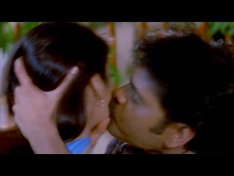 Nagarjuna Kissing Isha Koppikar || Chandralekha  Movie