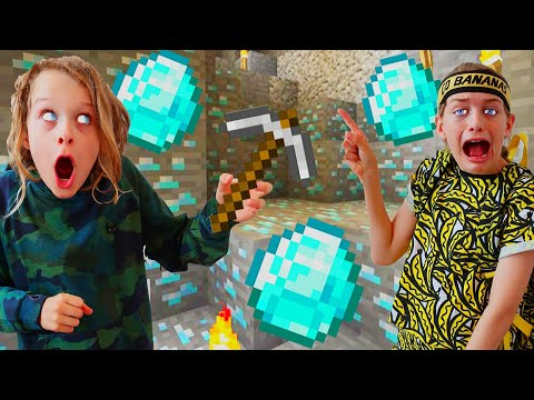 WHO CAN FIND DIAMONDS FIRST? MINECRAFT Gaming w/ The Norris Nuts