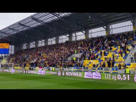 fans DAC Dunajska Streda singing hymns