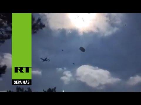 Llueven vehículos militares durante un ejercicio de la OTAN