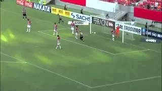 مدافع يصر على تسجيل هدف في مرمى فريقه