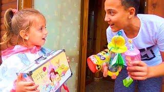 Одни ДОМА Нашли СУНДУК с ИГРУШКАМИ Поделили игрушки КОСМЕТИЧКА для детей