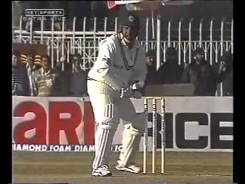 Arjuna Ranatunga Batting with a Broken Hand