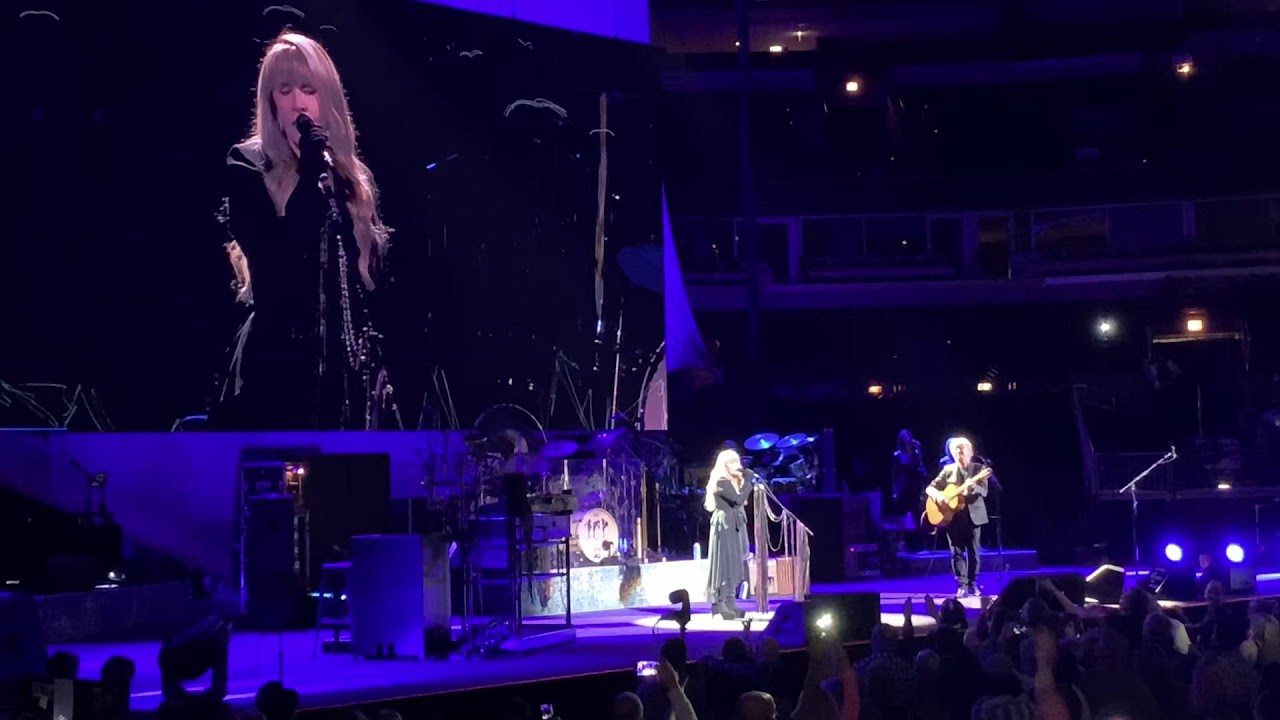 Fleetwood Mac Don't Dream It's Over cover Stevie Nicks Live Chicago