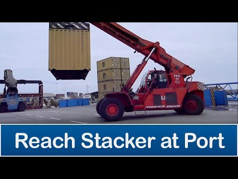 CSA - Reach stacker crane loading empty containers (Grua portacontenedor cargando container)