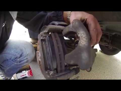 Замена задних тормозных колодок Volkswagen Transporter T5
