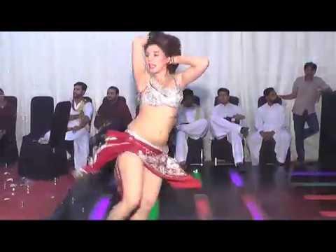 Chittian Klaian Hot New  Mujra Dance Mujra Masti At Wedding 2017