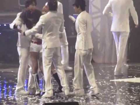 YoonHae Moment #9 - Seoul Music Awards Part 2