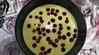 Быстрый ягодный пирог из кислого молока