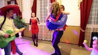 Свадебные танцы. Задание ведущей: станцевать в разных позах