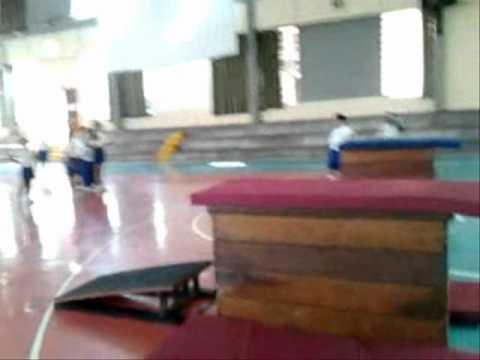 Educacion fisica gimnasia deportiva primaria youtube for Colchonetas para gimnasia