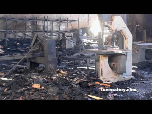 Vídeo noticia: Un incendio destruye una nave dedicada a la fabricación de muebles en La Viñuela