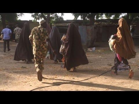 Boko Haram releases 21 missing Chibok girls thumbnail