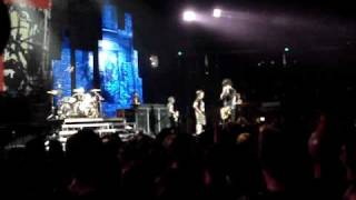 Green Day in Sacramento: Billie Joe Kicks Kid Out For Fighting