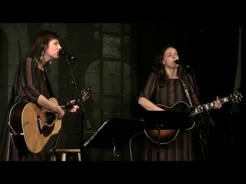 The Wainwright Sisters - Do You Love an Apple - Live at McCabe's