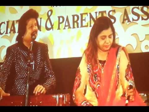 """Na Kajre Ki Dhaar - Sadhana Sargam and Pankaj Udhas Live in """"Khazana - A Festival of Ghazals"""""""
