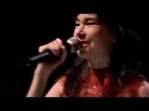 Björk - Isobel (LIVE @ ROYAL OPERA HOUSE)