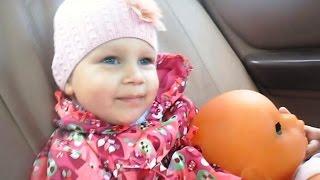 Маленькая мамочка Алиса, едем в сад вместе с Вадиком