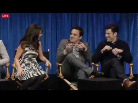 "Jake Johnson SING Opening Theme ""New Girl"" (PaleyFest 2013)"