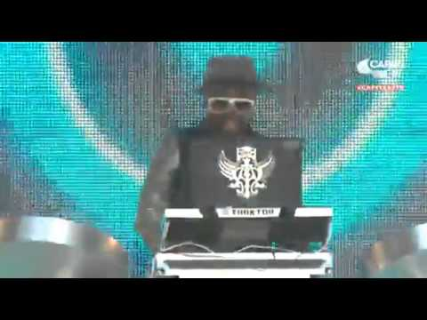 Titan the Robot and Will.i.am - Wembley Stadium - Capital FM Summertime Ball 2013