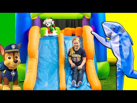 Assistant and Shark Inflateable Bounce House Obstacle Course with PJ Masks and Paw Patrol