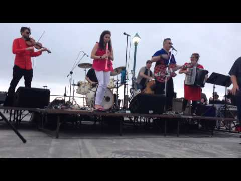 "The Vignatis ""Fishnet Stockings"" Gypsybilly Music @ Redondo Pier 2015"