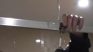 видео Штанга для шторы в ванной: круглая, дуговая, угловая, выбрать и правильно установить