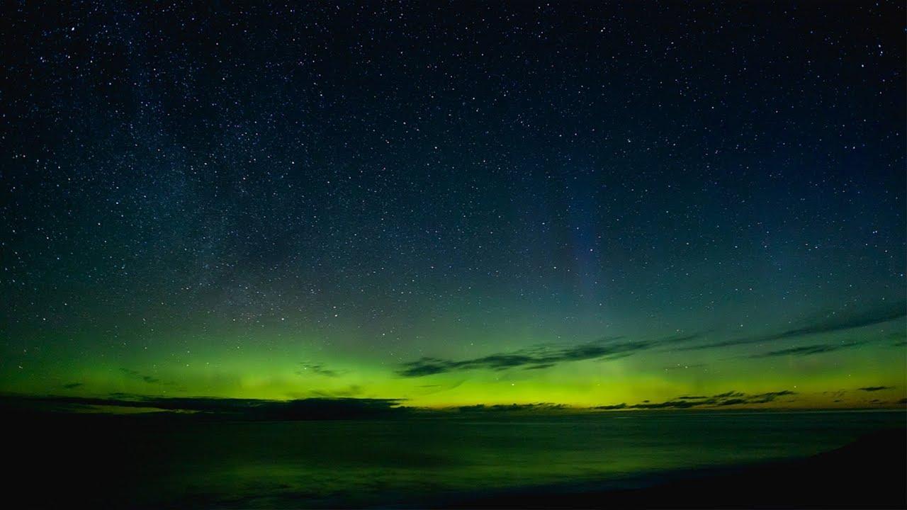 Aurora dances brightly above Zhongshan Station in Antarctica