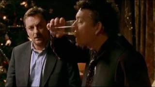 Tomten är far till alla barnen - Gunnar dricker grogg