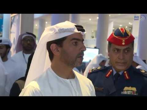 حامد بن زايد يقوم بجولة في معرض دبي للطيران
