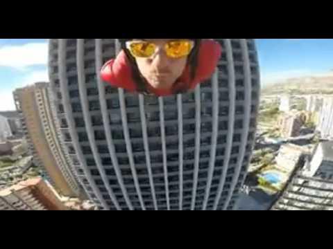 espectacular-salto-en-paracaídas-desde-el-hotel-bali-benidorm