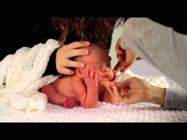 How to Get a Newborn Sitting Up for Photography : Photography Techniques